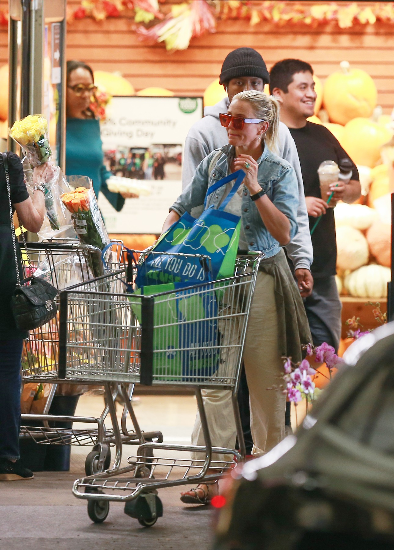 10/11/2019 EXCLUSIVE: Cameron Diaz is Spotted Shopping at Whole Foods in Beverly Hills, California. The 47 year old actress wore a white t-shirt, denim jacket, baggy pants, sandals, and carried a white Goyard tote bag.     **VIDEO AVAILABLE**, Image: 476266578, License: Rights-managed, Restrictions: Exclusive NO usage without agreed price and terms. Please contact sales@theimagedirect.com, Model Release: no, Credit line: TheImageDirect.com / The Image Direct / Profimedia